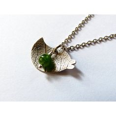 Bird pendant, textured silver pendant with diopside, green gemstone... (13.490 HUF) ❤ liked on Polyvore featuring jewelry, pendants, bird pendant, hammered jewelry, gem jewelry, charm pendant and green jewelry