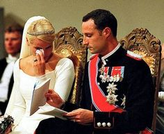The bridal couple in Oslo Cathedral; wedding of Crown Prince Haakon and ms. Mette-Marit Tjessem Høiby, August 25th 2001