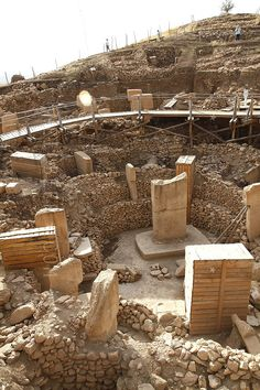 The oldest Temple in Gobeklist Tepe, in Turkey. Ancient Mysteries, Ancient Ruins, Ancient Artifacts, Ancient Egypt, Ancient History, Machu Picchu, Empire Ottoman, Archaeological Site, Stonehenge
