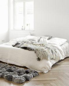 white bedding + fur blanket
