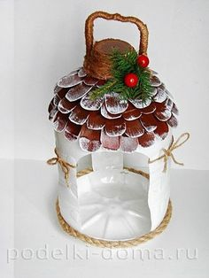 Birds feeder from a plastic bottle Plastic Bottle Flowers, Plastic Bottle Crafts, Recycle Plastic Bottles, Diy Crafts Hacks, Diy And Crafts, Crafts For Kids, Homemade Bird Feeders, Diy Bird Feeder, Plastic Container Crafts