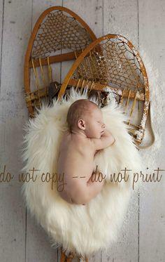 Oh so cute snow shoes! Newborn Baby Photos, Newborn Photo Props, Newborn Pictures, Newborn Session, Baby Pictures, Winter Newborn, Baby Winter, Winter Babies, Baby Christmas Photos