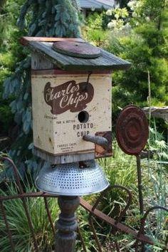 bird house Vintage tin birdhouse birdhouse farm shed bird house Bird houses made from a vintage lunch box and thermos. Wholesale Nursery, Bottle Trees, Garden Junk, Rusty Garden, Bird Cages, Funky Junk, Yard Art, Bird Feathers, Bird Houses