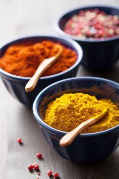 Faites votre propre curry maison ! Et découvrez comment le marier au mieux. Asian Seasoning, Greek Seasoning, Steak Spice, Le Curry, Homemade Seasonings, Chicken Spices, Food Facts, Spice Mixes, Garam Masala