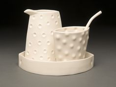 This sugar and creamer set is hand built from cone 6 porcelain clay slabs, twice fired in oxidation with a semi matte glaze. Food, dishwasher and microwave safe. Salt and pepper set also available. by Lynda Ladwig Hand Built Pottery, Slab Pottery, Ceramic Pottery, Ceramic Art, Ceramic Boxes, Clay Mugs, Clay Teapots, Square Plates, Ceramic Tableware