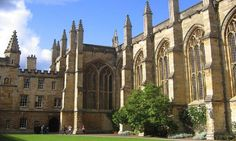 Take a private guided tour of the picturesque university city of Oxford. Travel to Oxford through the scenic English countryside and enjoy a private walking tour of the city and its colleges and museums with Tourboks.