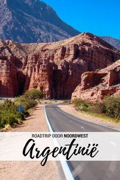 Eindeloze wegen door een rood, rotsachtig landschap vol cactussen, uitgestrekte wijngaarden en slaperige dorpjes omringd door gekleurde bergen: het noordwesten van Argentinië is een ideaal gebied voor een roadtrip!