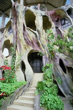 """Hang Nga's Tree House. Known to Vietnamese locals as """"The Crazy House,"""" it's owned by the daughter of the ex-president of Vietnam, who studied architecture in Moscow. See more picture of it at travelogues.net"""