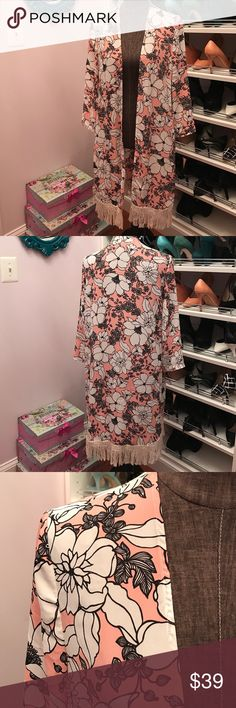 Zara Robe This is a light robe that can be worn outside too (that's the actual purpose)! I wore this only a handful of times and looks beautiful with black pants and a white tank top! 😍 The color is pink salmon. Zara Intimates & Sleepwear Robes