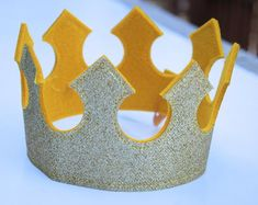 Baby Prince crown/ Baby king crown/ Little prince crown - Ritter Kostüm Kinder Make A Crown, Crown For Kids, Diy Crown, Baby Prinz, Diy For Kids, Crafts For Kids, Nativity Costumes, Crown Template, Heart Template