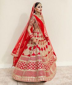44 ideas for indian bridal outfits red wedding photos Indian Bridal Photos, Indian Bridal Outfits, Indian Bridal Lehenga, Bridal Dresses, Bridal Bouquets, Red Lehenga, Lehenga Blouse, Lehnga Dress, Bridal Photoshoot