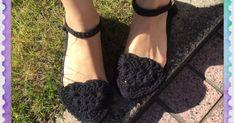 DAISOのビーチサンダルを土台にして、かぎ針編みのサンダルを作りました☆ 靴底は柔らかく弾力があって歩きやすいし、雨に濡れてもOK‼️ 太めの糸で編むのですぐに出来ちゃいます*\(^o^)/*