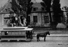 Vieux-Montréal 1870. Tramway Hippomobile devant le château Ramezay, rue Notre-Dame.
