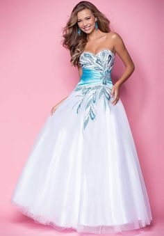 Shop long formal dresses and formal evening gowns at Simply Dresses. Women's formal dresses, long evening gowns, floor-length affordable evening dresses, and special-occasion formal dresses. Wholesale Prom Dresses, Prom Dresses Online, Cheap Prom Dresses, Formal Dresses, Dresses 2014, Formal Prom, Long Dresses, Wedding Dresses, Pretty Dresses