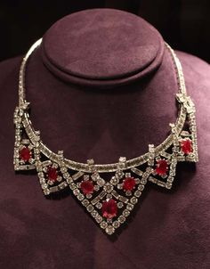 Cartier Ruby and Diamond Necklace - Elizabeth Taylor The Cartier Ruby Suite was given to Elizabeth Taylor from Mike Todd in August of Ruby And Diamond Necklace, Ruby Necklace, Ruby Jewelry, Diamond Pendant Necklace, Fine Jewelry, Diamond Necklaces, Diamond Tiara, Sapphire Pendant, Emerald Earrings