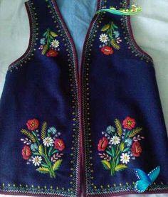 Pieniński strój<br> Embroidery On Kurtis, Kurti Embroidery Design, Folk Embroidery, Embroidery Fashion, Stylish Summer Outfits, Casual Outfits, Pakistani Fashion Casual, Baby Coat, Crochet Shirt