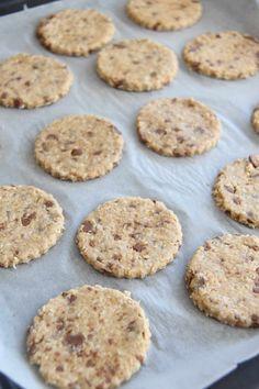 Havrekjeks med sjokoladebiter - My Little Kitchen Little Kitchen, Cookies, Desserts, Food, Crack Crackers, Tailgate Desserts, Kitchen Small, Deserts, Eten