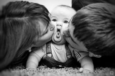 Adorable family photo - squishing the baby's face with kisses from both sides!