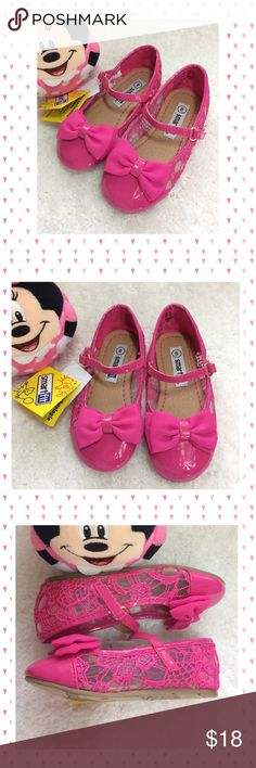 Darling pink Smart Fit Mary Janes. These are so cute! So Minnie Mouse looking. Pink patent with lace uppers and cute bow on the toes. Adjustable straps. Size 8. Brand new! Smart Fit Shoes Dress Shoes