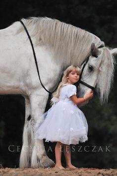 A little girl and her horse. Photo bby: Cecylia Łęszczak