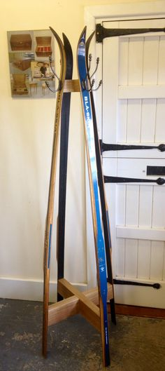 Vintage Ski coat stand Vintage Ski Decor, Beech Mountain, Ski Rack, Hall Stand, Upcycling Projects, Boat House, Coat Stands, Big Sky, Man Stuff