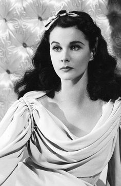 Vivien Leigh as Lady Emma Hamilton in, 'That Hamilton Woman', 1941 - Starring Laurence Olivier & Gladys Cooper. Viejo Hollywood, Hollywood Icons, Old Hollywood Glamour, Golden Age Of Hollywood, Vintage Hollywood, Hollywood Stars, Hollywood Actresses, Classic Hollywood, Vivien Leigh