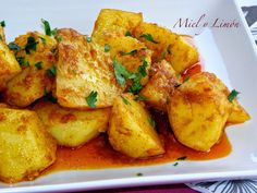 Patatas al ajillo Corn Recipes, Vegetable Recipes, Nicaraguan Food, Fancy Dishes, Cooking Recipes, Healthy Recipes, International Recipes, I Foods, Food Inspiration