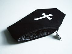 I think I need all of these coffin purses! Any Goth would.