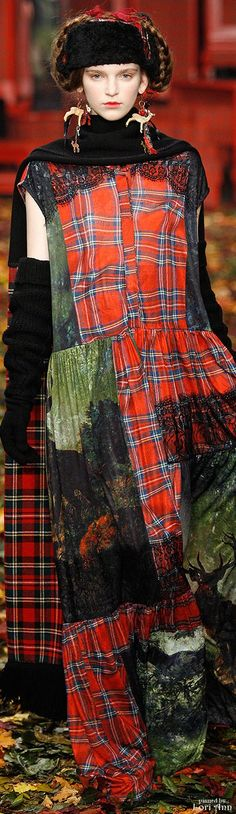 Can't get enough tartan! I'M Isola Marras Fall 2015 RTW