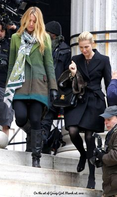 Kelly Rutherford as Lily van der Woodsen Girl Fashion Style, Fashion Tv, Fashion Looks, Fall Fashion, Gossip Girl Cast, Gossip Girl Serena, Gossip Girl Outfits, Gossip Girl Fashion, Kelly Rutherford Style