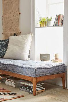 Wat dacht je van een dagbed bij jou thuis? Heerlijk om op weg te dromen met een goed boek en een lekker kopje thee. Klik hier voor inspiratie!