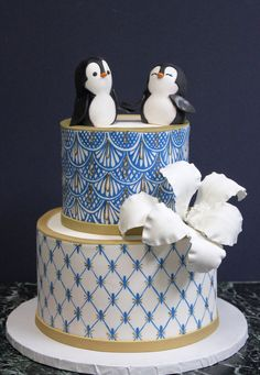 Not a fan of the cake design, but I love the penguins Scroll Wedding Cake, Daisy Wedding Cakes, Mint Wedding Cake, Succulent Wedding Cakes, Textured Wedding Cakes, Wedding Cake Rustic, Unique Wedding Cakes, Wedding Ideas, Penguin Cakes