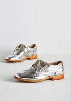 Talking Picture Flat in Silver. And now for your feature presentation - these metallic silver wingtips! #silver #modcloth