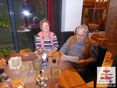 Gästeehrung im Hotel Schwarzer Adler in Nauders Table Settings, Eagle, Black Man, Table Top Decorations, Place Settings, Dinner Table Settings, Setting Table