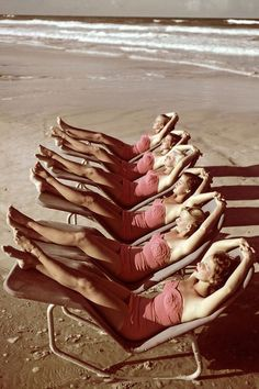 Buon Ferragosto! #photography #women #vintage