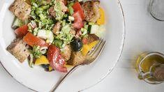 Rezept: Panzanella – Toskanischer Brotsalat Cobb Salad, Buffet, Salads, Food And Drink, Channel, Italian Cuisine, Food And Drinks, Salad, Catering Display