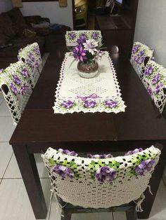 Trilho de mesa com capas p cadeiras                                                                                                                                                                                 Mais