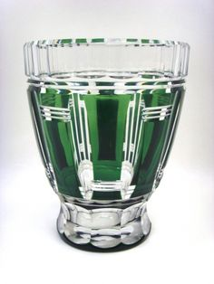 Salle des ventes ABC : CRISTAL VAL ST LAMBERT Vase taillé et doublé vert par Charles GRAFFART époque 1938, signé au cachet rond Val St Lambert, h17,6 cm