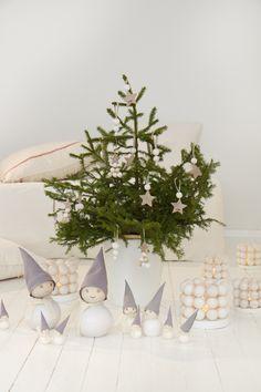 White Christmas by Aarikka, Family Pakkanen