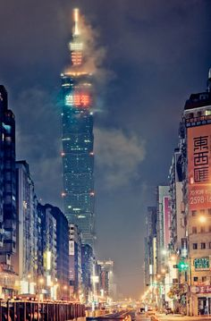 Taipei 101 in Xinyi District, Taipei, Taiwan was the world's tallest building from 2004 until the opening of the Burj Khalifa in Dubai in architect: C. by Rickuz Taipei 101, Taipei Taiwan, New Taipei City, Places To Travel, Places To See, Places Around The World, Around The Worlds, Taiwan Culture, Travel Forums