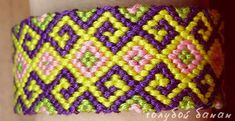 Learn to make your own colorful bracelets of threads or yarn. Jewelry Knots, Leather Wristbands, Colorful Bracelets, Color Stripes, Make Your Own, Friendship Bracelets, Weaving, Diy Crafts, Pattern