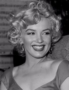 """gatabella:  'She giggled her special little giggle, a sound as tempting as the jingling bells on a Good Humor Wagon…""""- Truman Capote on Marilyn Monroe"""