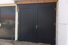 Houten Deuren Nederland | Referenties houten garagedeuren Model Hannover met een breed plankmotief