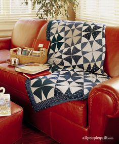 Sew two-color quilts in both traditional color combinations and unexpected pairings. Winding Ways Quilt, Blue Jean Quilts, Two Color Quilts, Winter Quilts, Quilt Batting, Quilt Patterns Free, Easy Patterns, Patchwork Patterns, Quilt Tutorials