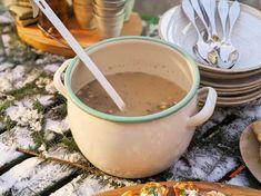 Ernsts äppelglögg   Recept från Köket.se Moscow Mule Mugs, Fondue, Vanilj, My Favorite Things, Tableware, Ethnic Recipes, Christmas, Xmas, Dinnerware