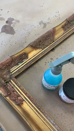 Comment on fabrique un miroir à patine de cuivre Take the time to use patina paint and activator spray to make a beautiful mirror or any other beautiful pieces by using our favorite brand of chalk paint - Mobilier de Salon
