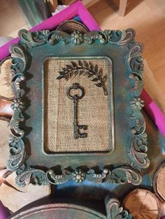 Ahşap işi Spring Projects, Projects To Try, House Projects, Vintage Photo Frames, Diy And Crafts, Arts And Crafts, Distressed Frames, Picture Frame Decor, Cross Crafts