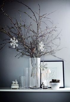 9 Nordic deco ideas for a chic Christmas (Daily Dream Decor) Christmas And New Year, Winter Christmas, Christmas Home, Christmas Crafts, Christmas Trees, Simple Christmas, Holiday Ornaments, Christmas Lights, Christmas Interiors