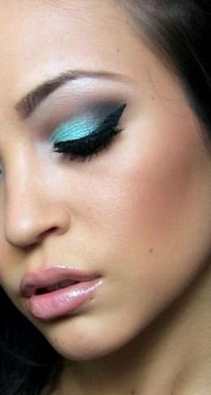 Este maquillaje y el estilo The Color Wear, combinaciones ideales!