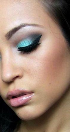 Este maquillaje y el estilo The Color Wear, combinaciones ideales!